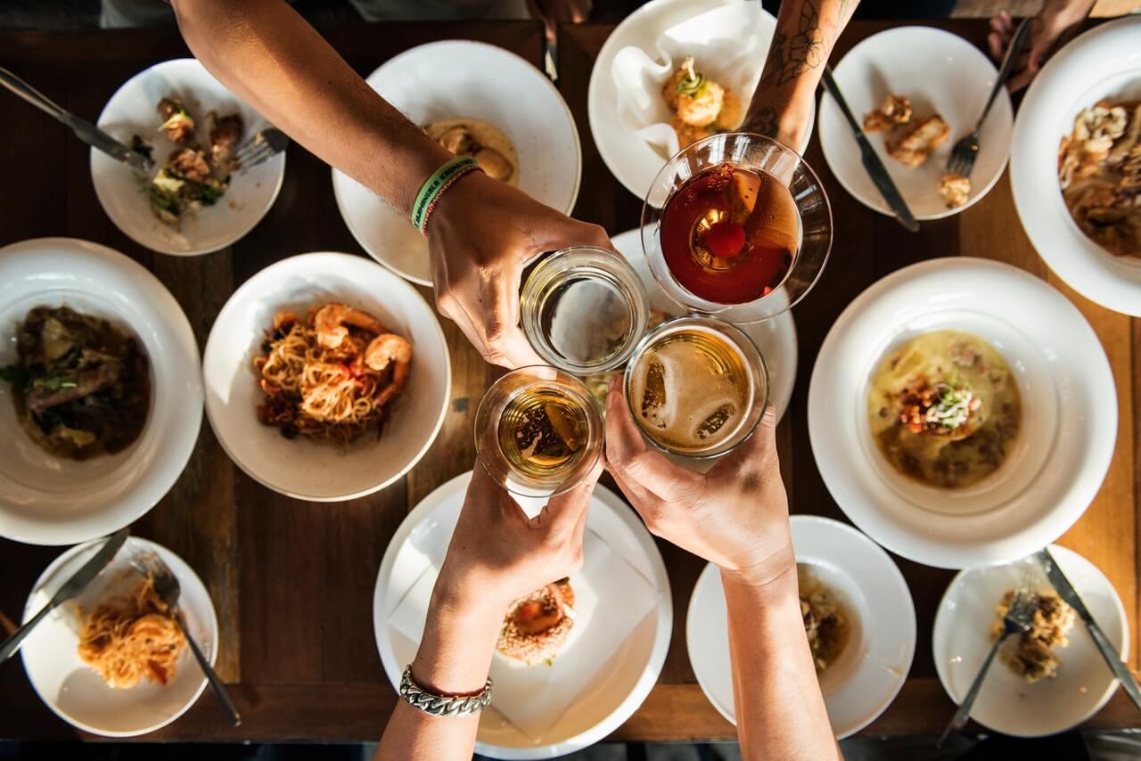 blog-hosting-dinner-party